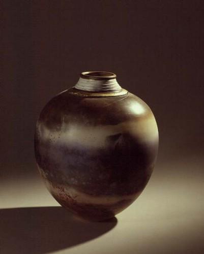 Fotograf: Eget fotoVærk  titel: The sea Værk  type: Krukke Materiale: Brændefyret keramik Størrelse: 48x38 cm Færdiggjort: 1992 Placering: Japan