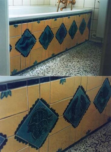 Fotograf: Eget fotoVærk  titel: Uden titel Værk  type: Udsmykning af badekar - mosaik Materiale: Stentøj Størrelse: 42x150 cm Færdiggjort: 1995 Placering: Privateje