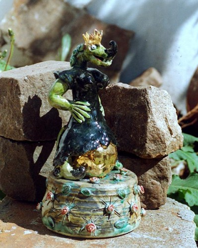 Fotograf: Eget fotoVærk  titel: Da prinsessen nu havde vundet prinsen mente hun også hun burde ha`det halve kongerige Værk  type: skulptur Færdiggjort: 1999