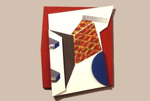Fotograf: Eget fotoVærk  titel: Form Værk  type: Relief Materiale: Træ, lærred, maleri, søm, beslag Størrelse: 70x50x5 cm Færdiggjort: 1990 Placering: Privateje