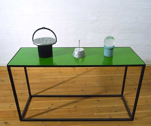glas, jern, trä ...Glass / Iron / woodboard Table: 90 x 157 x 55 cm  1  Jorden er flad ?  The Earth is flat ?      Plastic /Metal / Wool    36*28*28 cm   2 Solur    Sundial       Metal / CD      21*17 *17 cm 3 Ensom hjemme i snevejr.. Alone in the house in snowy weather  Glass/Plaster/Filler 25*15*15 cm Assemblage, Casting, Sandblasting ... 1993  Tilhörer :  Statens Kunstfond    Belong to The State ART Foundation DK Foto:Simon Lautrop