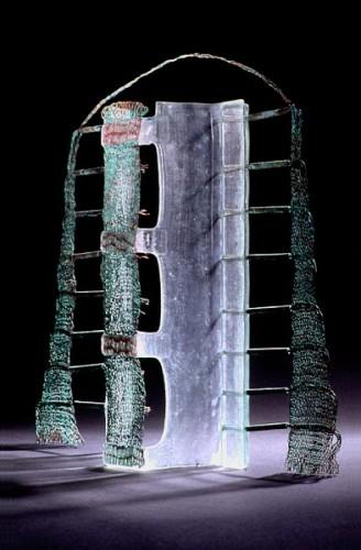 Fotograf: Ole AkhøjVærk  titel: Port Værk  type: Skulptur Materiale: Kobbertråd og glas Størrelse: 34x35x10 cm Færdiggjort: 1997