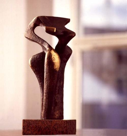 Fotograf: Claudi ThyrrestrupVærk  titel: Model Værk  type: Skulptur Materiale: Bronze incl. granitsokkel Størrelse: 40x15x15 cm Færdiggjort: 1993