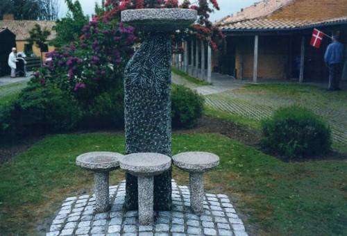 Fotograf: Eget fotoVærk  titel: Sommerfugle Værk  type: Skulptur Materiale: Granit Størrelse: 130x90x80 cm Færdiggjort: 1995 Placering: Rotary Parken, Nykøbing Mors