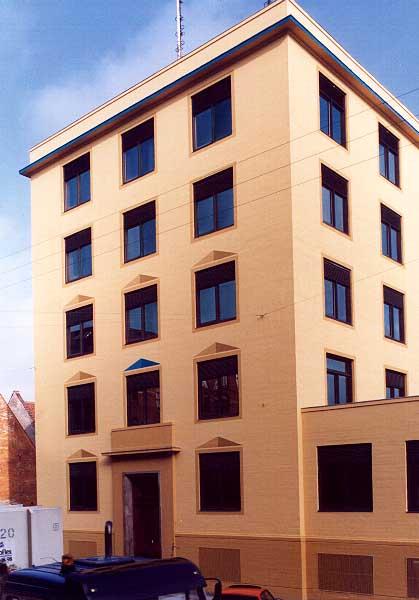 Fotograf: Eget fotoVærk  titel: Uden titel Værk  type: Udsmykning/farvesætning Færdiggjort: 1991 Placering: P&T, Uddannelsescenter, Vester Voldgade 123, Kbh.