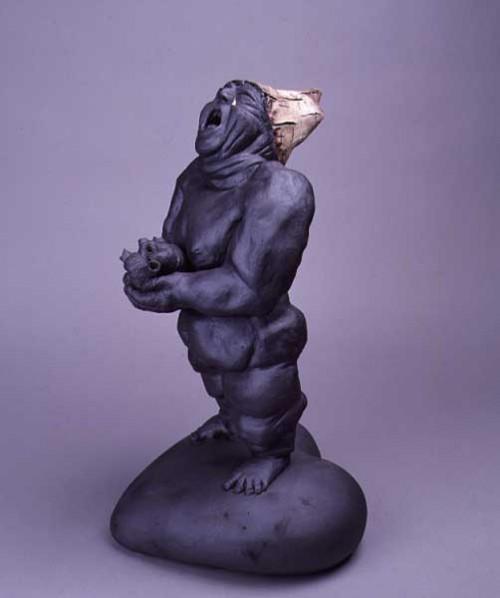 Fotograf: Eget fotoVærk  titel: Sukhjerte - Forglemmigej Værk  type: Skulptur Materiale: Stentøj/porcelæn Størrelse: 53 x 29 x 27 cm Færdiggjort: 1999