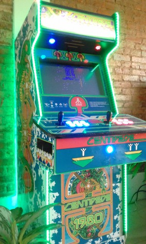ARCADE CENTIPEDE GAME MACHINE