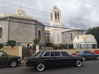 Basilica-of-Our-Lady-of-the-Angels-Cartago.-COSTA-RICA-MERCEDES-W123-300D-LIMO.jpg