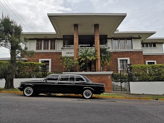 RETRO-MANSION.-COSTA-RICA-LIMOUSINE-TRANSPORTATION-MERCEDES-W123-300D.jpg