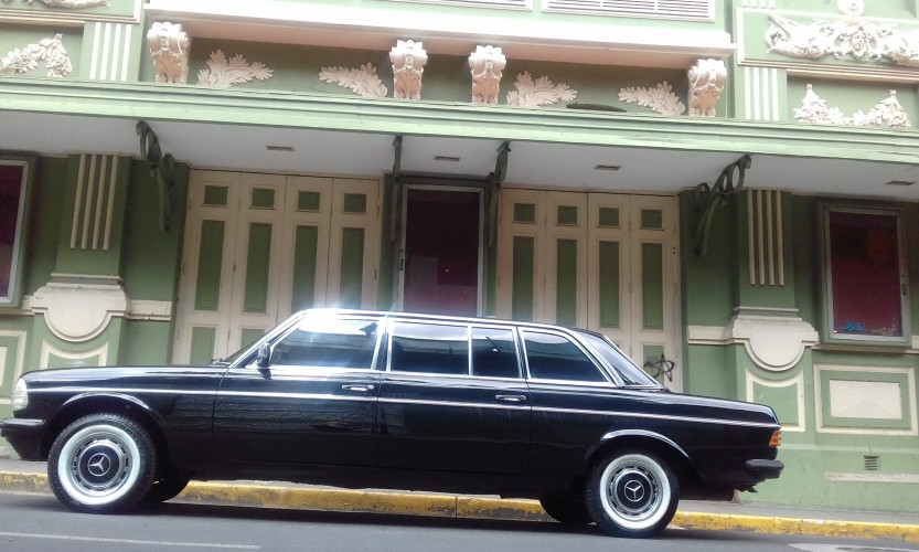 THE FAMOUS Teatro Variedades COSTA RICA LIMOUSINE MERCEDES LWB LANG