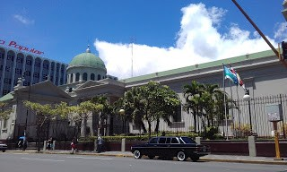 The Metropolitan Cathedral of San José. COSTA RIXA W123 MERCEDES LIMOUSINE SERVICE FOR WEDDINGS