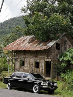 WOOD HOUSE. CARTAGO COSTA RICA MERCEDES LIMOUSINE RIDES