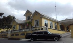 YELLOW MANSION Restaurante Casa Grande Heredia AND A LIMOUSINE. COSTA RICA MERCEDES TOURS. 300x180